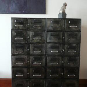 11 Casiers metalliques
