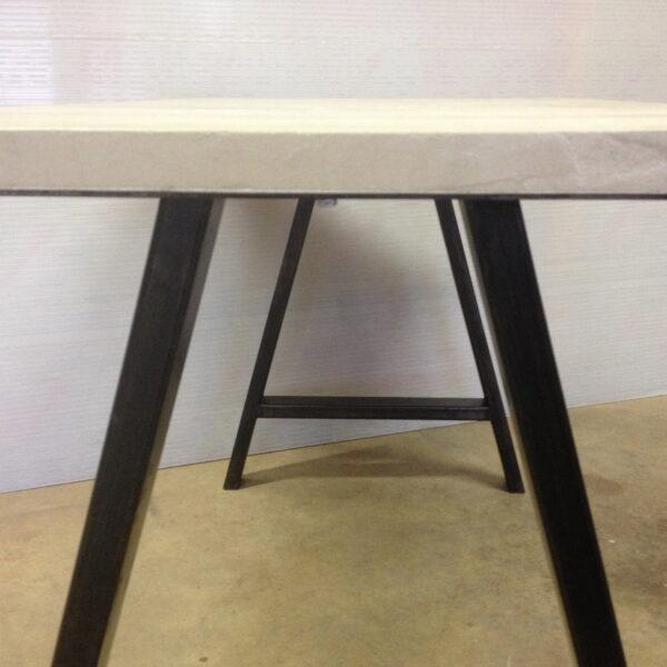 Table en béton et acier sur mesure mobilier en béton mobilier industriel pièce unique Design Italien Anna Farina fabrication artisanale Italienne et Française Anna colore industriale-5
