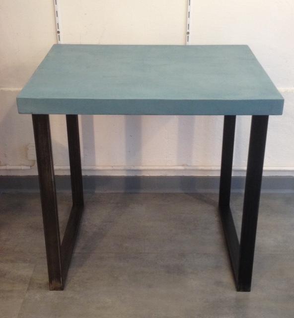 table béton ciré carré