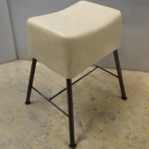 tabouret en beton sur mesure design italien style vintage mobilier industriel Anna colore industriale 7 rue Paul Bert 75011 bisDSCF2878 2
