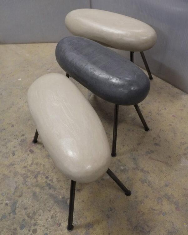Tabouret sculpté dans le béton