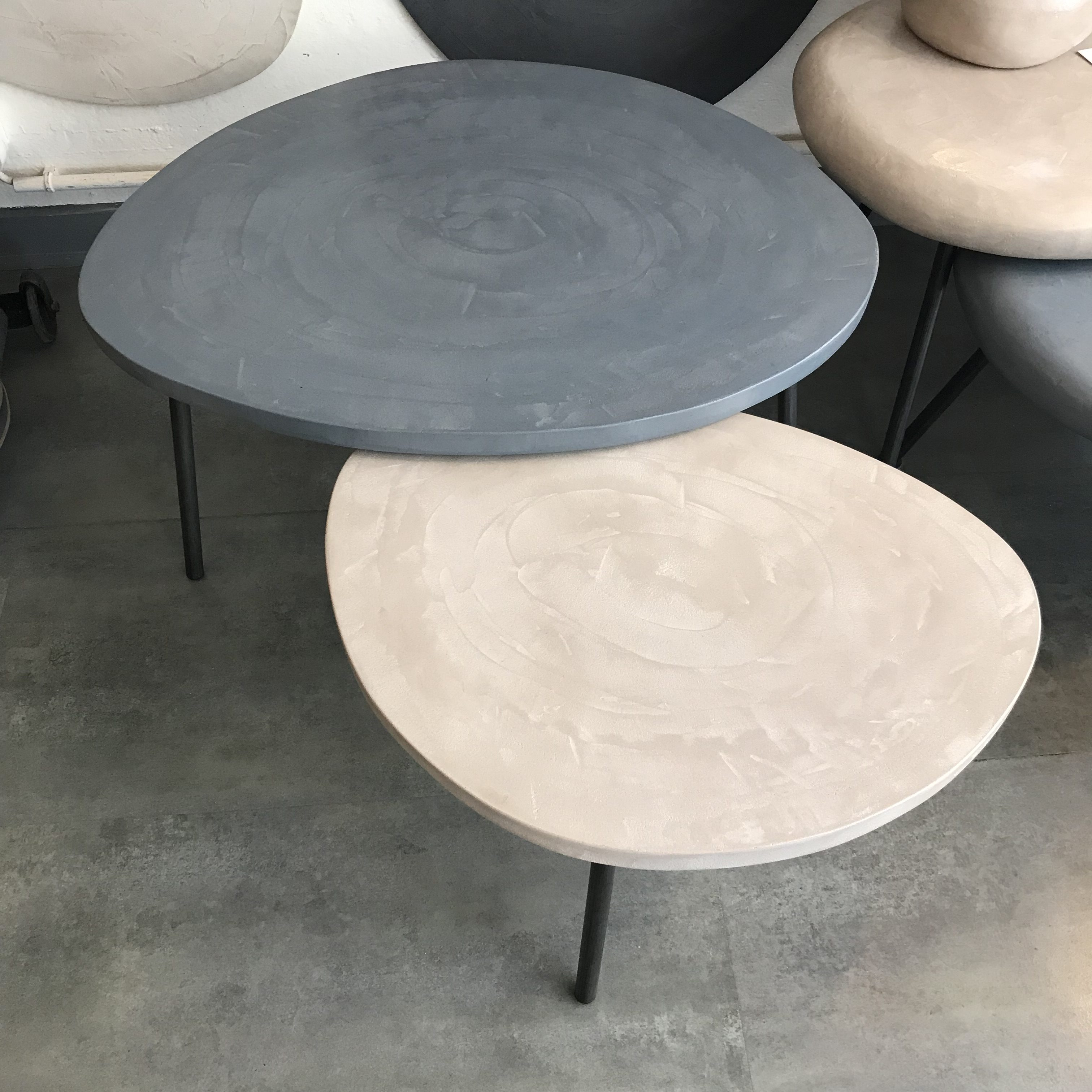 Béton Mesure Tables Sur Vm0wnon8 Basses Rugiada En Industriel Meubles XiZkTOPu
