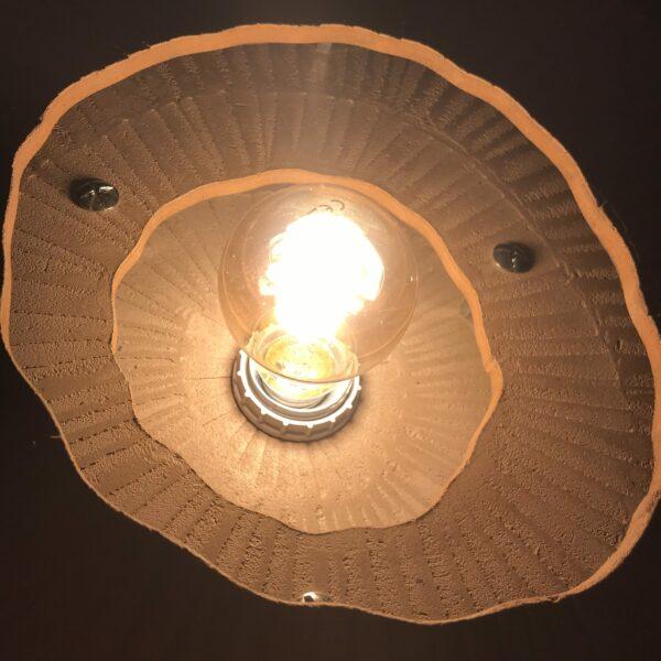 Lampe Suspension bois finition béton ciré ASTRO Design italien Anna Farina fabrication artisanale française pièce unique ANNA COLORE INDUSTRIALE-67