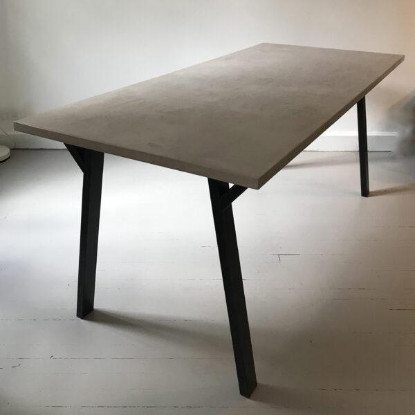 29-Table en béton sur mesure Antilope design italien mobilier industriel Anna colore industriale 7 rue Paul Bert 75011 Paris
