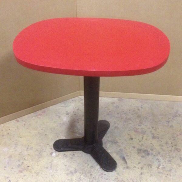 Gueridon plateau dessus béton rouge mobilier de metier bar MOBILIER INDUSTRIEL ANNA COLORE INDUSTRIALE-2